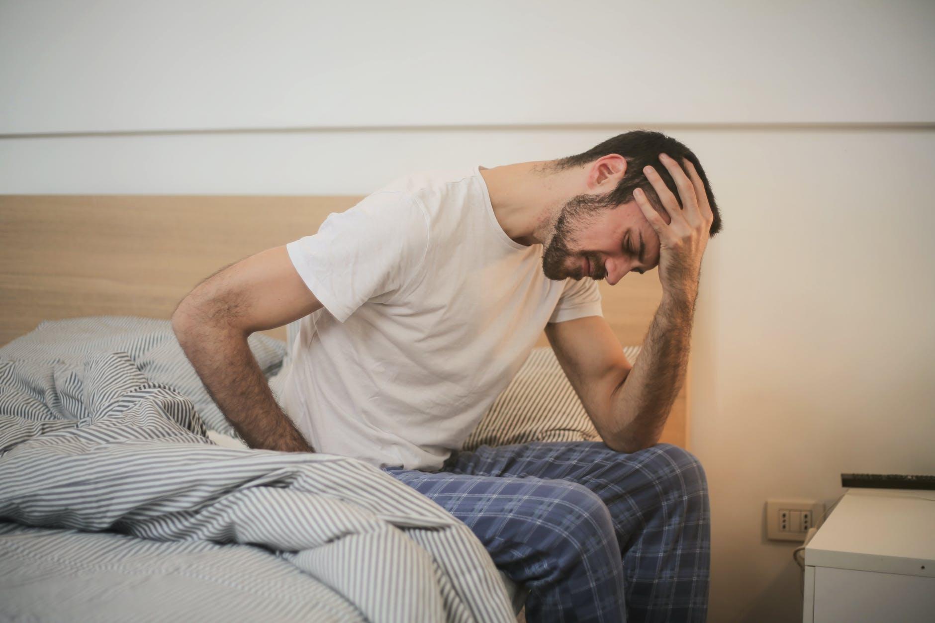 el dolor de cabeza puede ser por deshidratación